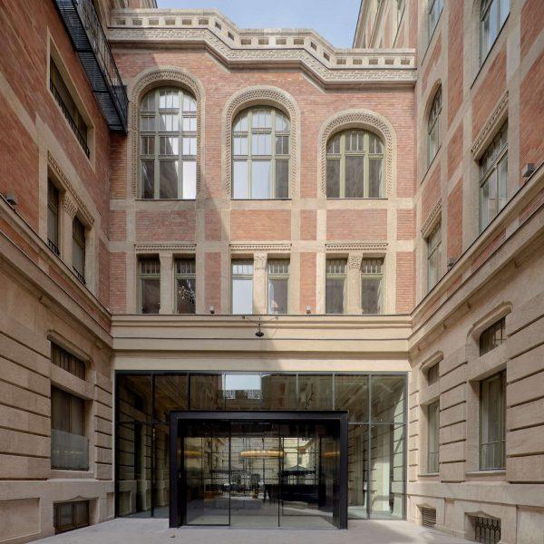 kozmo_main_entrance_courtyard