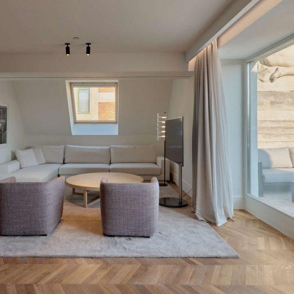 kozmo_presidential_suite_living_room